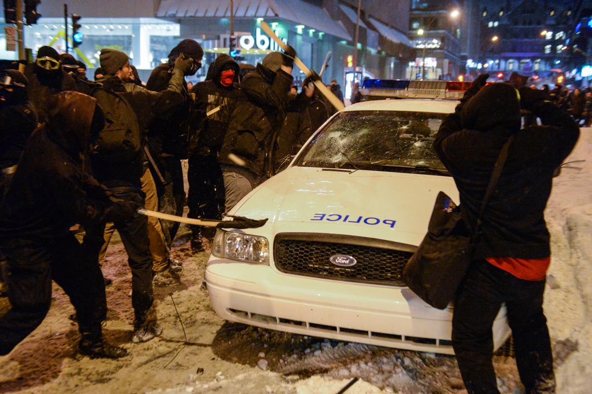 Le 15 mars à Montréal : c'est pas la neige qui va nous empêcher, d'attaquer les policiers
